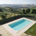 01-piscina_agriturismo_montechiaro